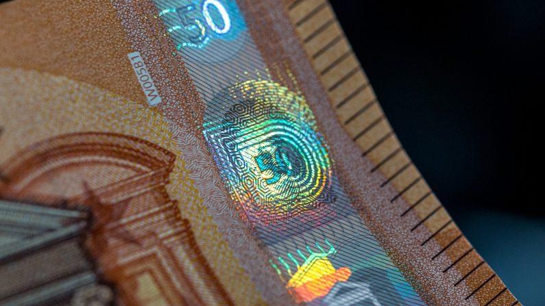 Vous trouvez un billet de 50 euros sur votre pare-brise: une aubaine ou bien une arnaque?