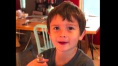 Papa laisse son fils goûter à du soda pour la toute première fois de sa vie et sa réaction est hilarante