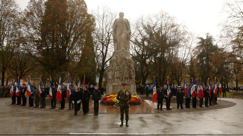 Indre-et-Loire – Pour les cérémonies du 11 novembre, des collégiens nettoient le Monument aux morts