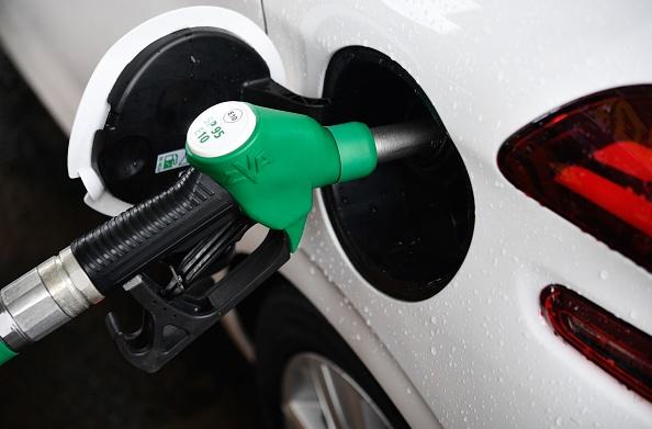 Payons-nous l'essence vraiment trop cher en France? Qu'en est-il dans les autres pays?