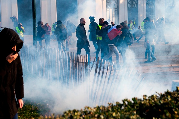 Gilets jaunes - Page 4 GettyImages-1062821984