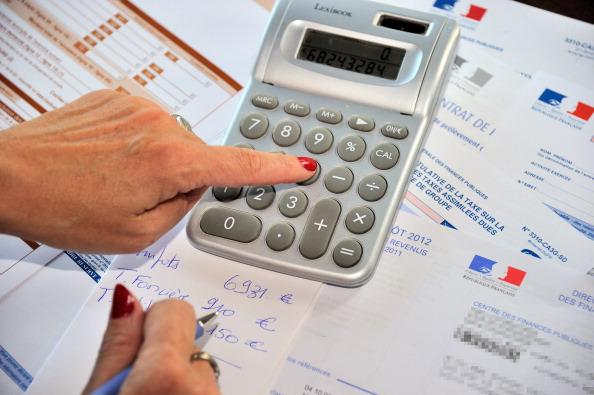Philippe détaille les baisses d'impôts, pas les mesures d'économies