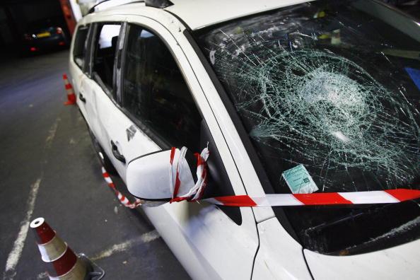 Nuit d'Halloween: voitures brûlées, jets d'acide et pillage