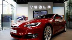 Une vidéo de surveillance montrant le vol d'une Tesla suggère qu'il y a une faille dans la sécurité de ce modèle, estime le propriétaire