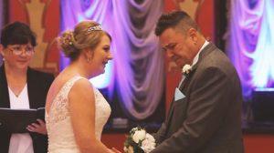 Un futur marié dit «non» devant l'autel et pleure avant de prononcer ses vœux les plus sincères