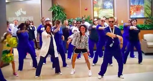 Le personnel d'un hôpital surprend une fillette de 12 ans avec sa danse et sa chanson préférées lors de son dernier jour de traitement