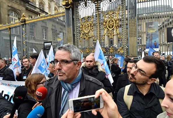 Un syndicat de police refuse la «prime de la division» promise par Emmanuel Macron