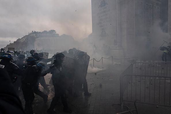 Vidéo: un CRS raconte la violence lors des manifestations du samedi 1er décembre à Paris