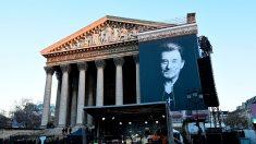 Un an après, les fans de Johnny lui rendent hommage à Paris