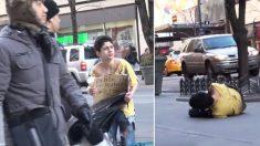 Expérience sociale à New York : Qui va aider ce garçon frissonnant dans la rue par une journée d'hiver glaciale ?