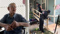 Un homme de 92 ans ne peut pas utiliser une rampe d'accès en fauteuil roulant, alors les pompiers lui facilitent la vie