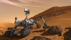 Un robot de la NASA, Rover Curiosity, repère des objets « brillants » sur Mars, les scientifiques procèdent à des examens d'analyse