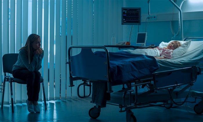 Voilà le résultat du harcèlement: une mère britannique désemparée affiche l'image d'une fillette de 6 ans dans un lit d'hôpital