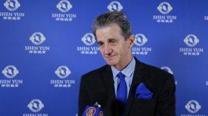 Le directeur des relations internationales de la FFBB qualifie Shen Yun de «ma-gni-fi-que!»