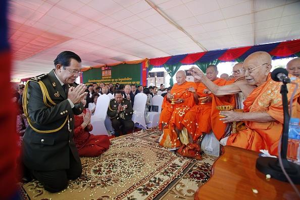 Cambodge: Hun Sen accuse l'UE de prendre son pays «en otage» avec la menace de taxes douanières