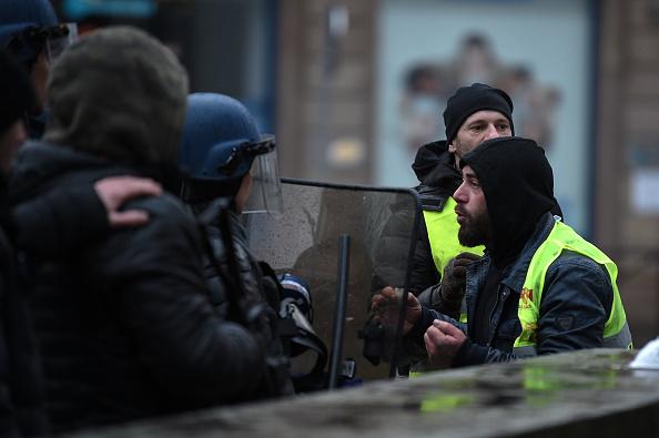 Gilets jaunes – un gendarme s'exprime sur Emmanuel Macron pendant une manifestation: «Maintenant il faut assumer»