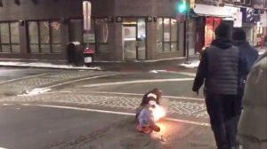 ÉTATS-UNIS – Un homme prend feu après avoir été touché par le taser d'un agent de sécurité