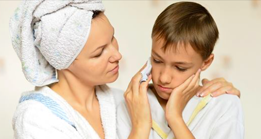 Une maman partage son meilleur remède maison pour un enfant atteint d'une otite