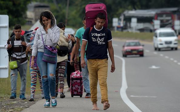 Venezuela: Guaido avertit l'armée que bloquer l'aide est un «crime contre l'humanité»