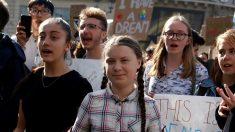 PHOTOS - Un millier de jeunes défilent à Paris derrière Greta Thunberg