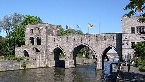 Belgique: le Pont des trous, datant du XIIIe siècle, va être détruit pour permettre aux péniches de passer – une décision controversée de la Ville de Tournai