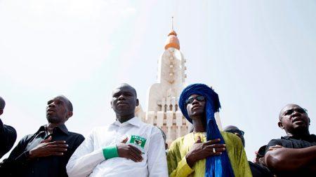 Mali: sur le lieu d'un massacre d'un village Peul, le  président Keïta promet de rétablir la sécurité