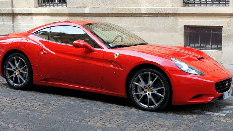 Hérault: le couvreur roulait en Ferrari, sans déclarer de revenus et en touchant des aides sociales
