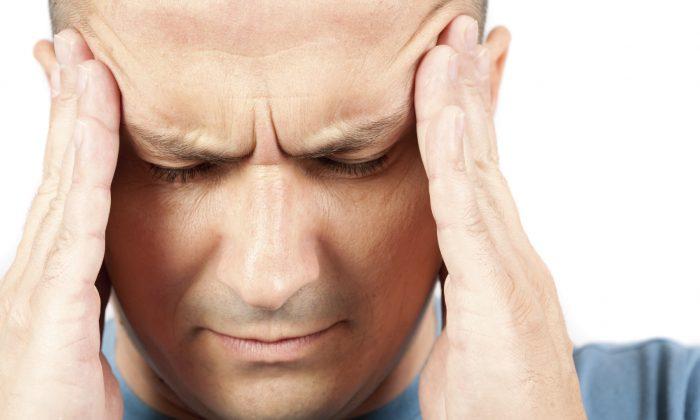 Une femme affirme qu'elle s'est servie d'une pince pour «guérir» ses migraines