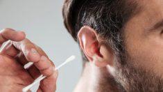 Un homme du Royaume-Uni perd l'ouïe et meurt presque après avoir utilisé un coton-tige pour nettoyer ses oreilles