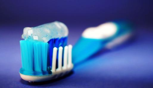 Les deux tiers des dentifrices contiennent du dioxyde de titane, un colorant dangereux