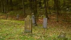 La pierre tombale d'un garçon de 5 ans est reprise par la compagnie avant d'être restaurée