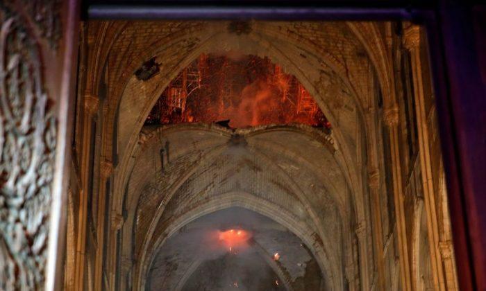 Notre-Dame de Paris – L'autel et la croix sont restés par miracle intacts après l'incendie