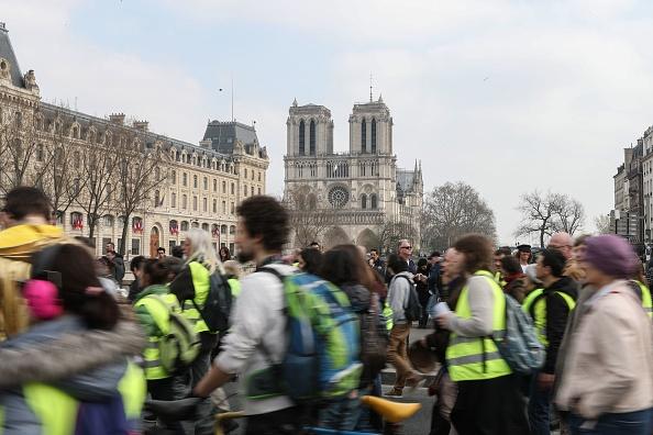Après Notre-Dame, les «gilets jaunes» de retour à Paris pour un nouvel «ultimatum»
