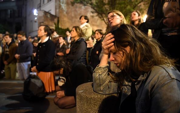 Notre-Dame de Paris en flammes… Le choc et les larmes …