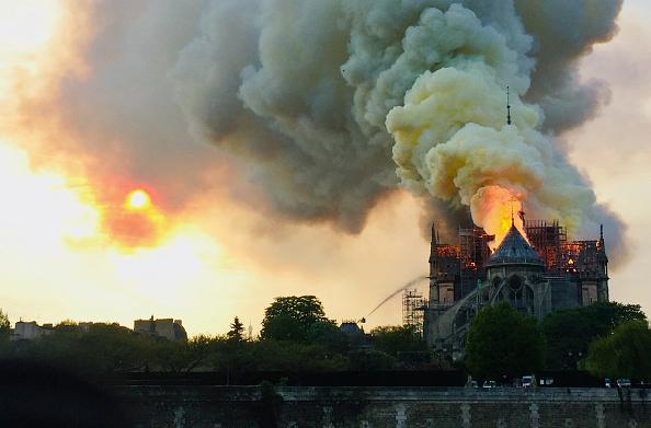 Pourquoi les canadairs n'ont-ils pas été utilisés pour éteindre l'incendie de Notre-Dame de Paris?