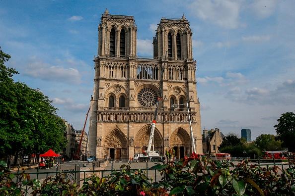 Incendie de Notre-Dame – La société chargée de restaurer la flèche de la cathédrale répond aux accusations:«Beaucoup parlent sans savoir»