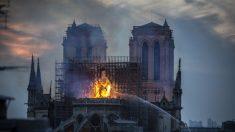 Des personnes disent avoir vu des personnages religieux dans les flammes de Notre-Dame