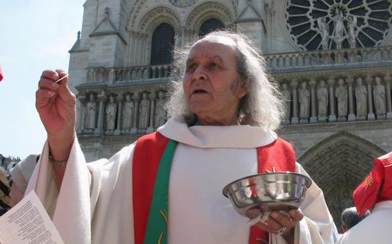 Notre-Dame de Paris: «Faudrait-il que les SDF s'enflamment pour qu'on les aide?» déclare un prêtre