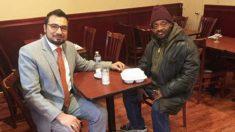 Chaque année, un homme accueille 16 000 personnes dans le besoin dans son restaurant en leur offrant des repas gratuits