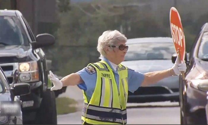 Une brigadière de 87 ans a passé 50 ans au travail, et elle n'a pas l'intention de ralentir la cadence