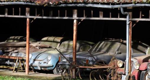 60 voitures anciennes rares d'une valeur de 25 millions d'euros trouvées «garées» dans une ferme française