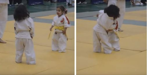 Un adorable premier combat de judo opposant deux fillettes de 3 ans Capture4