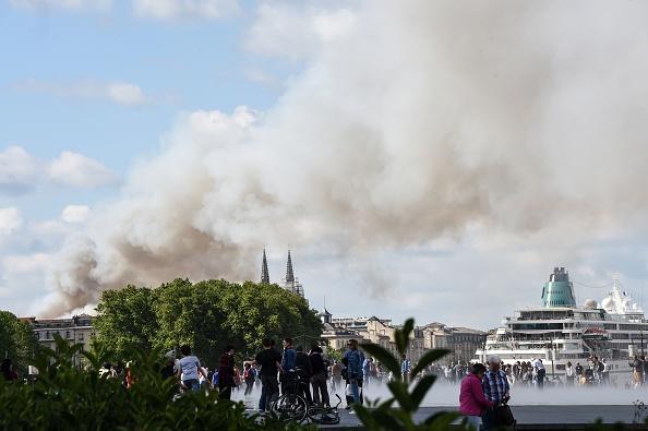 Bordeaux: feu éteint, dégâts importants après un violent incendie en centre-ville