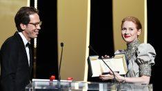 Cannes: l'Anglo-Américaine Emily Beecham remporte le Prix d'interprétation féminine