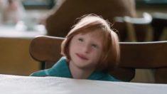 Les médecins pensaient que cette «Petite Poucette» ne survivrait pas, mais regardez-la 16 ans plus tard