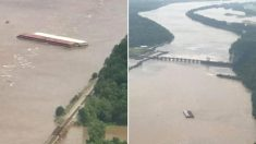 Des barges à la dérive s'écrasent sur le barrage de la rivière Arkansas aux États-Unis