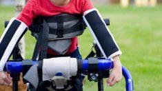 Un garçon atteint de paralysie cérébrale participe à une course; son professeur de gymnastique prend part à l'aventure