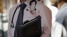 Un médecin fait l'objet d'une enquête pour avoir demandé à une femme musulmane de retirer son voile pour la soigner, il souhaite démissionner