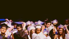 Énorme surprise pour des étudiants américains: un milliardaire va payer leurs dettes