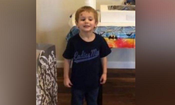 Est-ce qu'un ours aurait aidé Casey Hathaway, le petit garçon disparu? Sa famille l'affirme